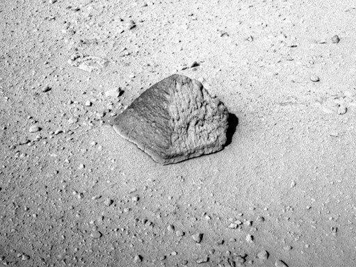La roca Matijevin, de forma piramidal (NASA)