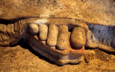 The Amphipolis Caryatids feet revealed ( detail ) on marble pedestals of 1.33m length and 0.68m width.