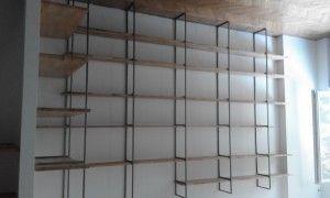 libreria in metallo e legno