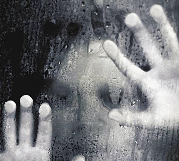 ΠΕΡΑ ΑΠΟ ΤΟ ΑΤΟΜΟ: Οι φυλακισμένοι της πόλης: Απομόνωση, κατάθλιψη,αυτοκτονίες στην εποχή του Μνημονίου