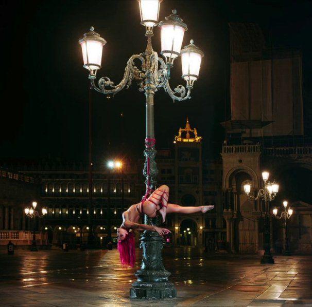 VIDEO #Modella senza veli legata a #Venezia in Piazza San Marco by Hikari Kesho #VideoLike http://gnam.me/gtfyJ