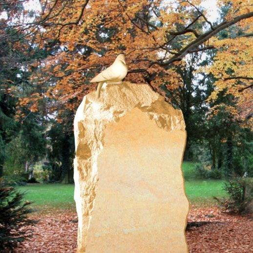 Klassischer Sandstein Grabstein »Slavia« mit Taube • Qualität & Service direkt vom Bildhauer • Jetzt Grabstein online kaufen bei ▷ Serafinum.de