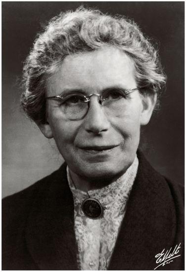 Inge Lehmann geofisica e sismologa danese. Membro della Royal Society di Londra, nel 1936 argomentò che il nucleo terrestre non fosse omogeneo e completamente liquido, ma costituito da due parti, un nucleo esterno liquido e uno interno solido.