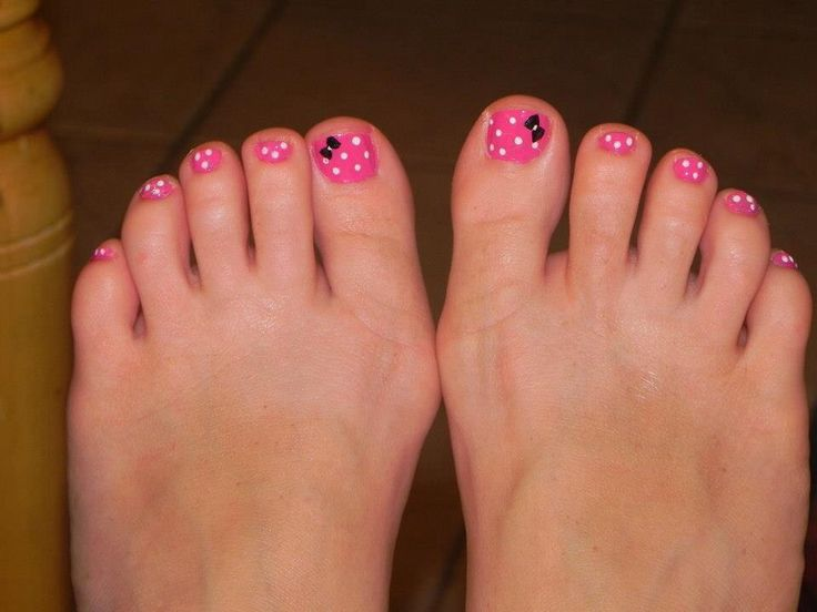 My Minnie Mouse toe nails!!