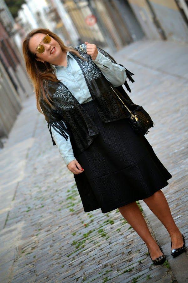 My dresser myself street style Camisa: Berska Falada: H&M Poncho: Monblu Moda Zapatos: Uterque Bolso: Purificación Garcia Gafas de sol: So Real by Dior