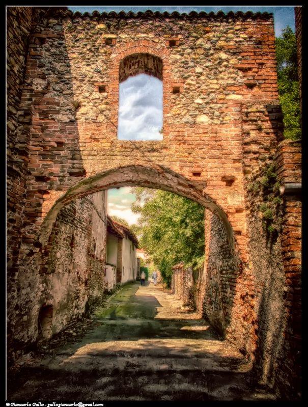 Confine - photographic processing (305) - Fotografia dell'antico confine tra l'Italia (Savoia) e la Francia. Si trova a Buriasco (TO)