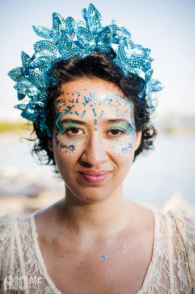 Carnaval, azul de Iemanjá: é pra se jogar no glitter e na coroa de paetês!