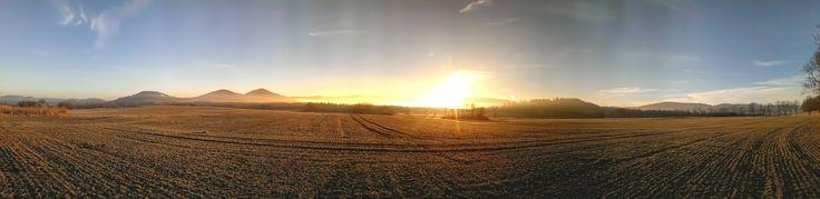 Ruszyć biegiem ku wschodzącemu słońcu.