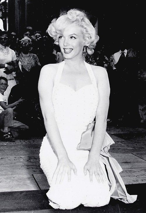 Marilyn at Grauman's Chinese Theater, 1953