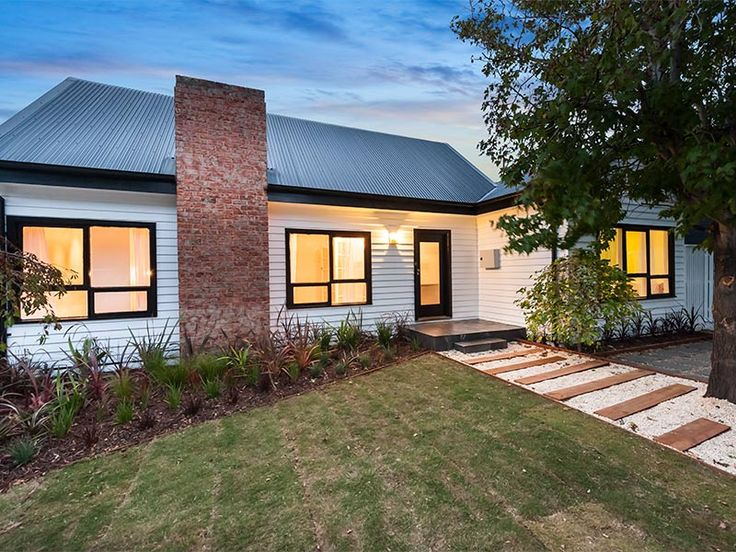 7 Port Street NEWPORT | Village Real Estate  #villagere #newport #beautifulhomes #exteriors #weatherboard