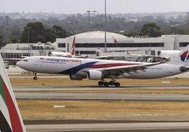 30-Mar-2014 9:16 - HOOP OP SNELLE AANWIJZING VOOR VERDWENEN VLUCHT MH370. De Australische premier Tony Abbott is hoopvol dat de zoektocht naar de verdwenen Boeing 777 van Malaysia Airlines snel een aanwijzing zal...