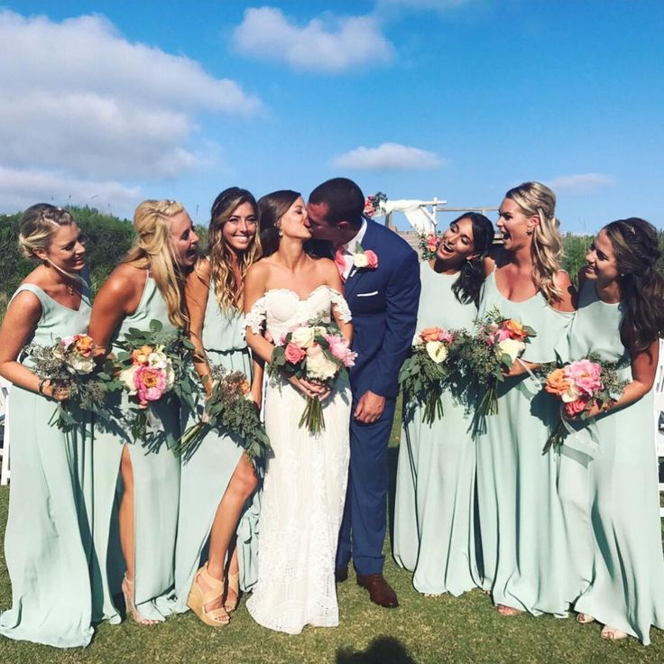 Pretty Mu maids in Dusty Mint bridesmaid dresses #mumuweddings