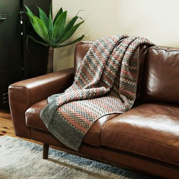unico(ウニコ)」でつくる、あったかおしゃれな秋冬インテリア | キナリノ 「絣(かすり)染め」という技法で染められた糸で編