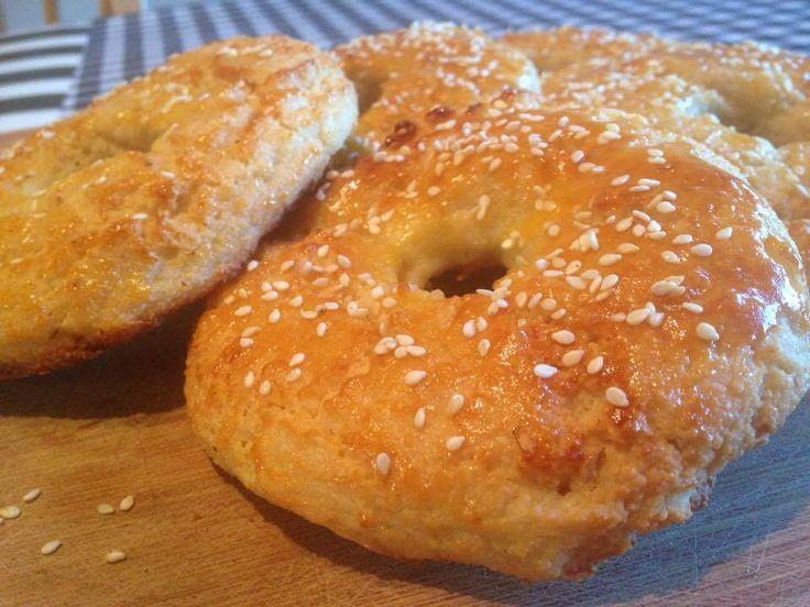 BAGELS Traduit du livre, Without Grain 6 bagels Ces bagels sont bouilli puis cuit afin d'avoir l'authentique saveur et texture d'un «vrai» bagel. Ingrédients: 3 tasses (288 g) de…