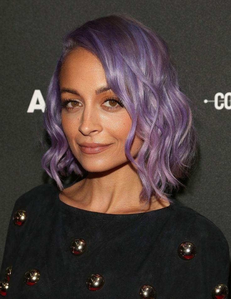 frisuren-mittellang-lila-blond-violett-farbe-haar-Nicole-Richie