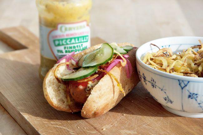 Hjemmelavede hotdogs - opskrift pølsebrød