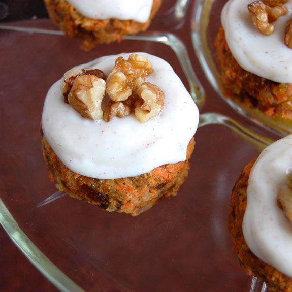Raw Mini Carrot Cakes with Cinnamon Glaze