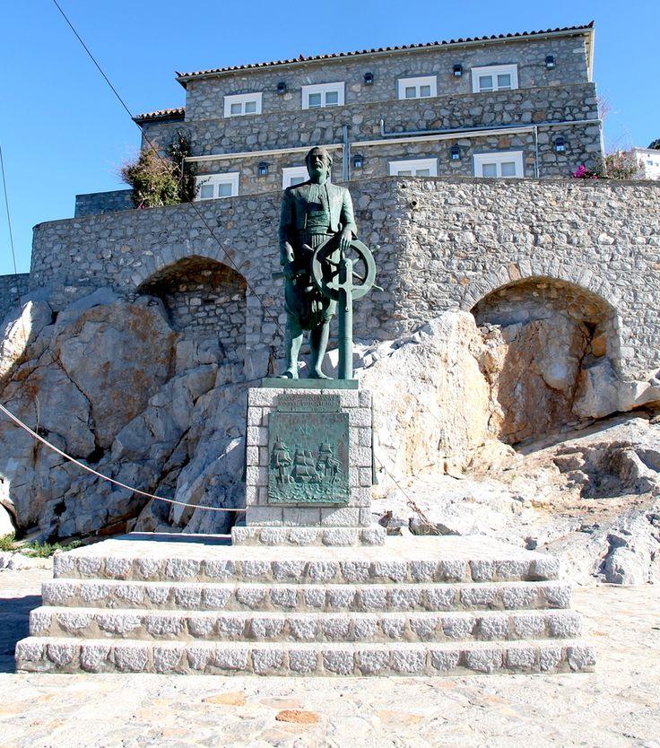 statuta greckiego admirała Andreas'a Miaoulis'a