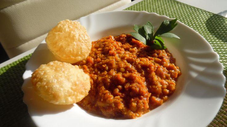 Das perfekte Curry aus roten Linsen (Masoor Dhal)-Rezept mit einfacher Schritt-für-Schritt-Anleitung: Zwiebel schälen, würfeln. Knoblauchzehen schälen…
