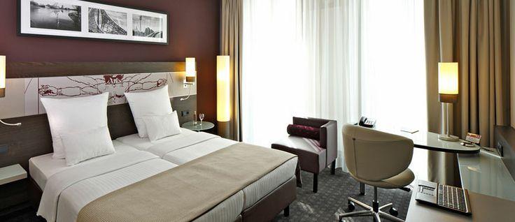 Referenz: Leonardo Royal Hotel - PHOS Design - Garderobenwagen.