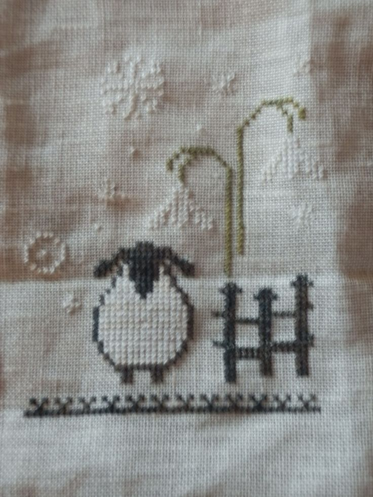 Born in Dordrecht where the residents are nick named Sheep heads, I could not resist making this little embroidery of a sheep in the snow!