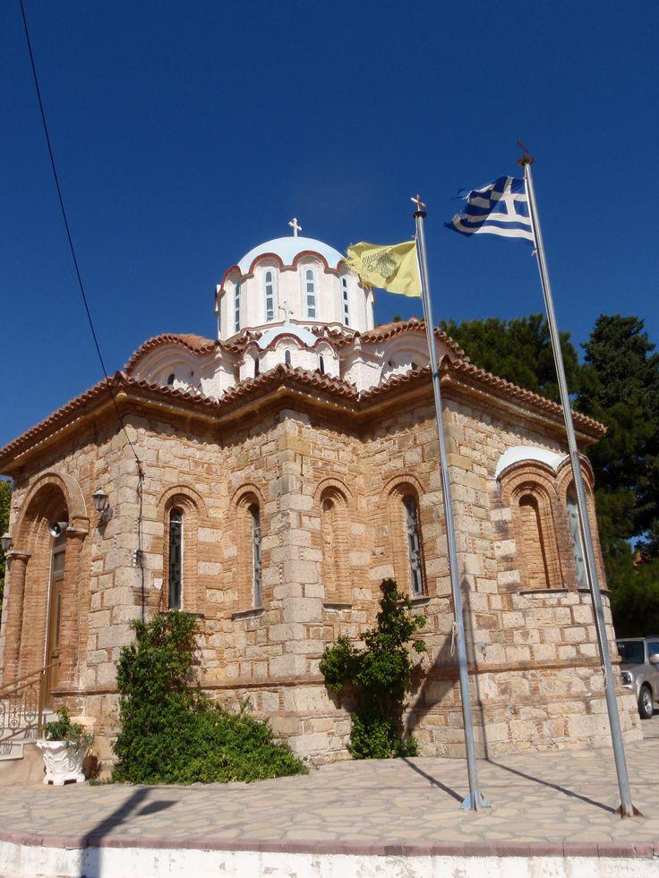 kerk tussen Agios Konstantinos en Karlovassi