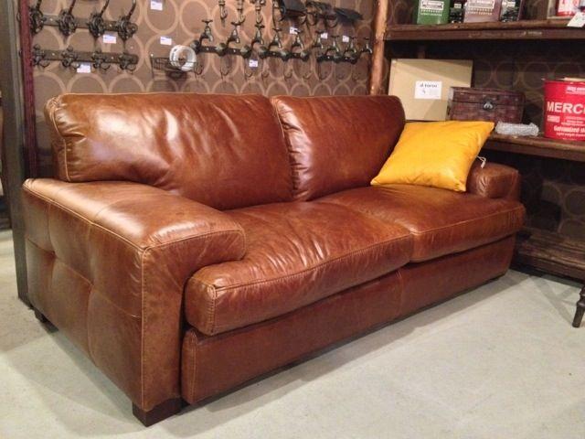 ヴィンテージスタイルの重厚なソファ。 しっとりとした本革はふんだんにオイルを使って仕上げたプルアップレザーです