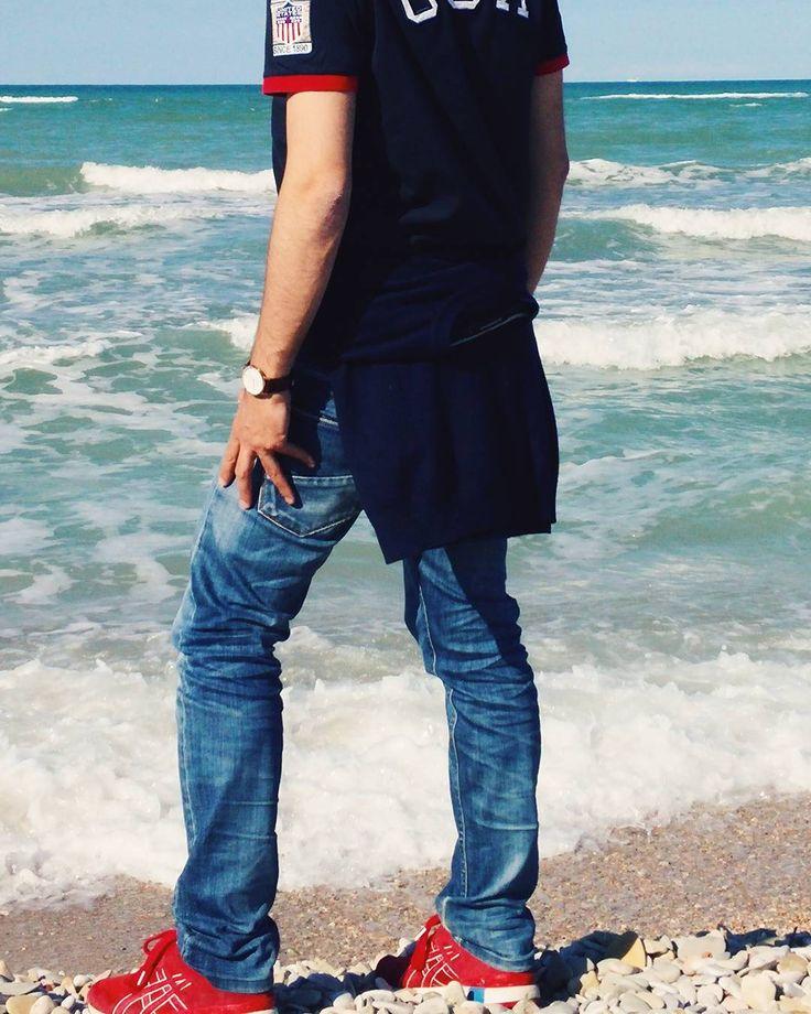 A sea of memories they change they move they are big they are small they are new they are sad they are beautiful but they are there . #sea #ocean #mare #water #memories #legs #shoes #marche #sand #beach #danielwellington #sealovers #waves #vsco #vscocam #instagram #communityfirst #huntgram #huntgramitalia  #enjoytheblue #instaitalia #ig_italy #whatitalyis #all_shots #sky #skylovers #vscoitaly #vscoeurope #vscogram #love