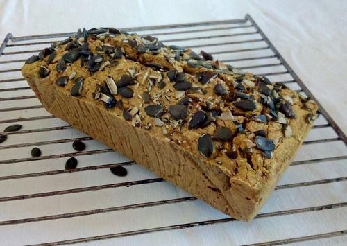 Pohankovo-cuketový chléb s kurkumou Recept na našem blogu (odkaz na profilu). ~ Buckwheat bread with zucchini and tumeric Recipe here:  https://www.instagram.com/p/BXgJj8aAyNt/