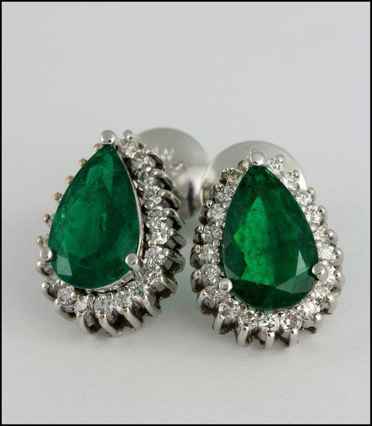 Ref. 3Q Aretes de esmeraldas en forma de óvalos rodeada de diamantes.