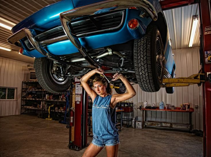 Ideas for senior pictures with cars. Car senior picture ideas for girls. Senior pictures with cars. Car senior pictures. #carseniorpictureideas #seniorpictureswithcars #seniorpictureideasforgirls