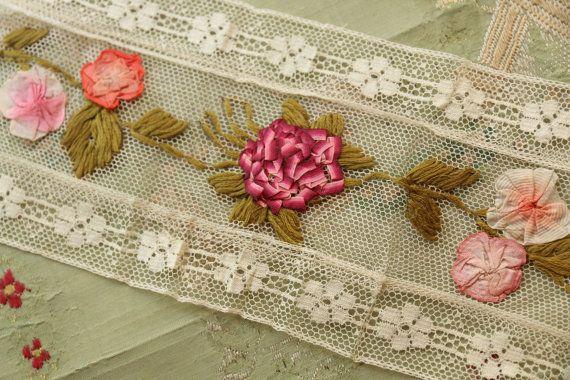 Antieke zijde ribbonwork bloem cluster trim door duchesstrading