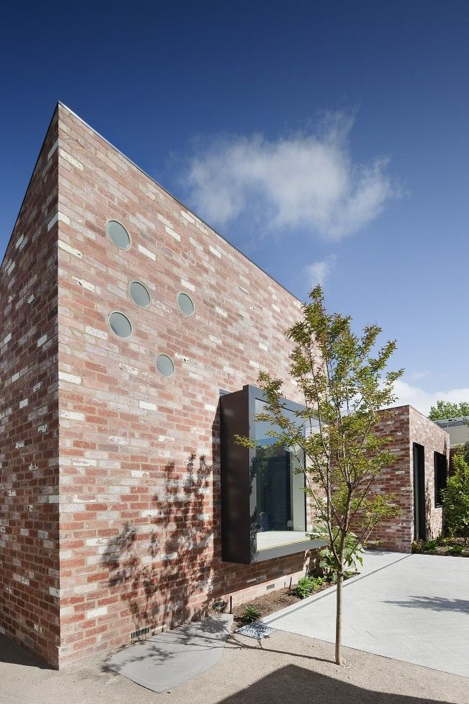 Salvaged and repurposed bricks are used in the St Kilda East House in Melbourne, Australia by Clare Cousins Architects. Photography by Shannon McGrath. More #bricks and #blocks on the blog.