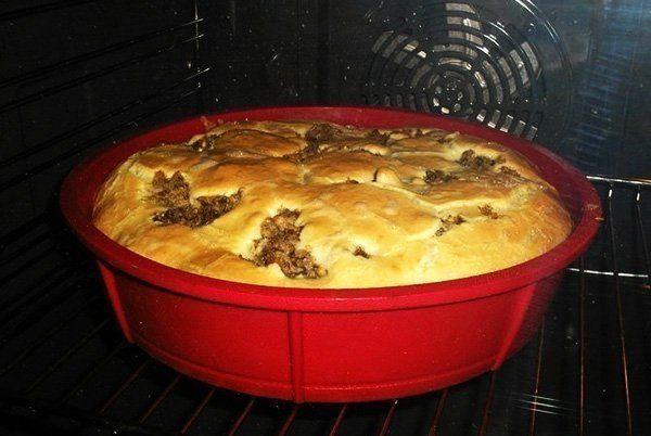 Быстрый пирог на кефире со сметаной