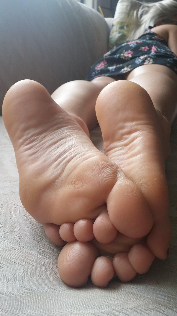 Bust nice lick the soles of my feet body! She