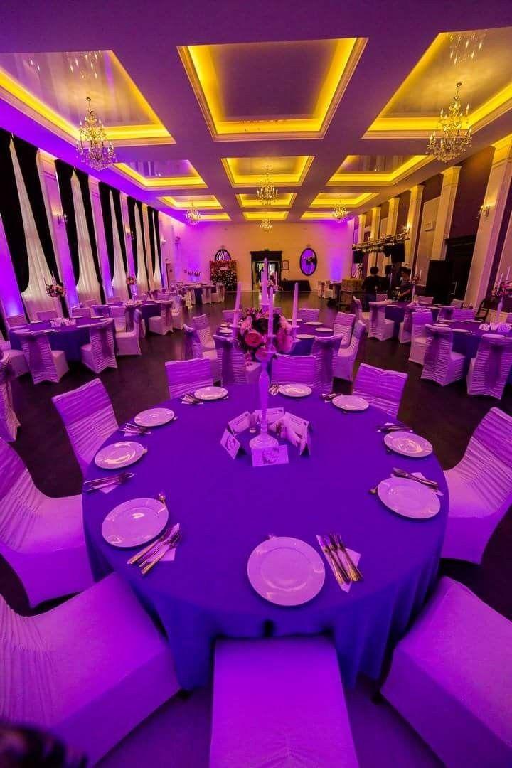 Salonul mov Aerostar colorat cu lumini ambientale profesionale