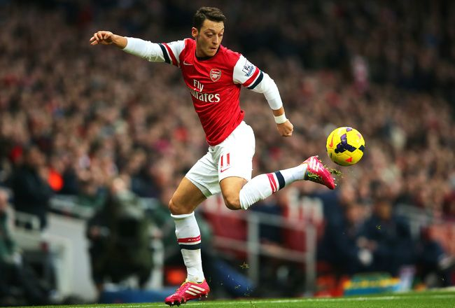 Hi-res-451550267-mesut-oezil-of-arsenal-controls-the-ball-during-the_crop_650x440