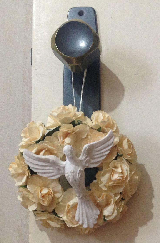 Pingente de Arco com mini flores e divino espirito santo em resina