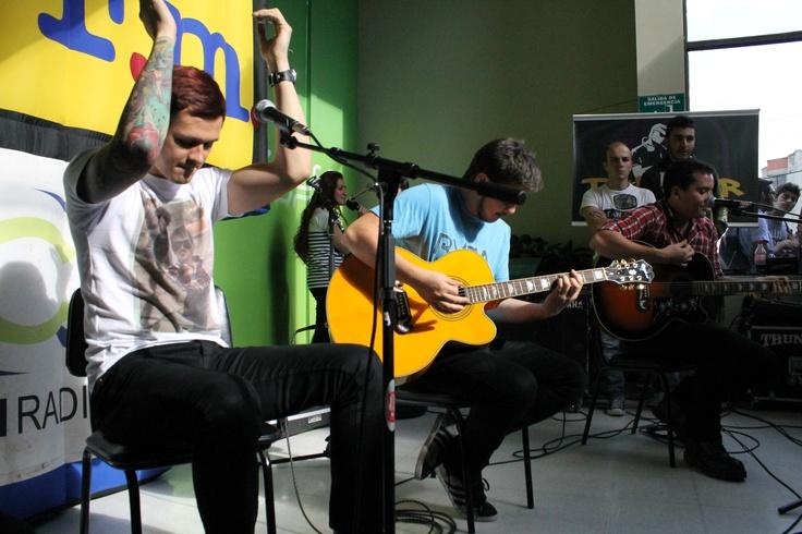 """Presentación acústica del grupo Don Tetto, el lunes 10 de septiembre, durante su gira promocional, de su nuevo sencillo: """"Voy a ser quien dañe tu nombre""""."""