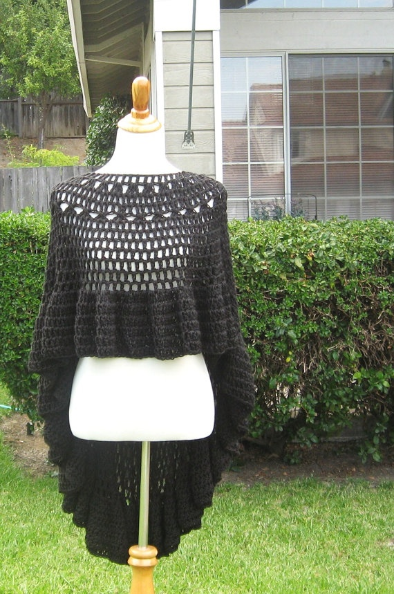 BLACK CAPELET PONCHO Crochet Fashion Chic....inspiration only!!!! I'm going to try to make this! !!