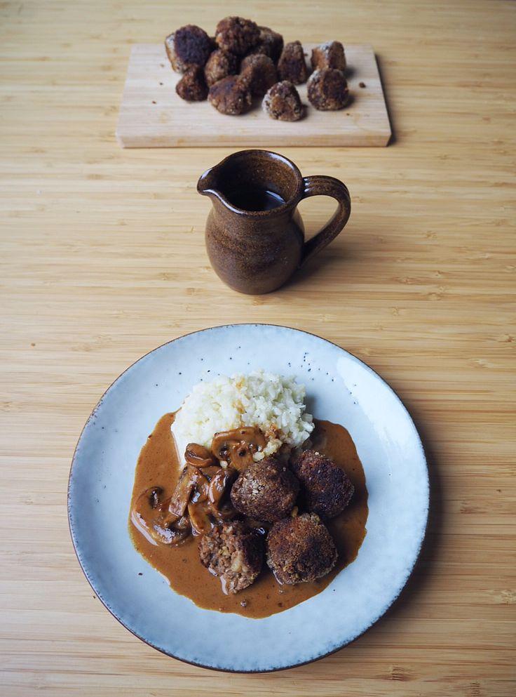 Vegetarian no meat meatball w mushroom & walnuts / göttbullar m svamp & valnötter