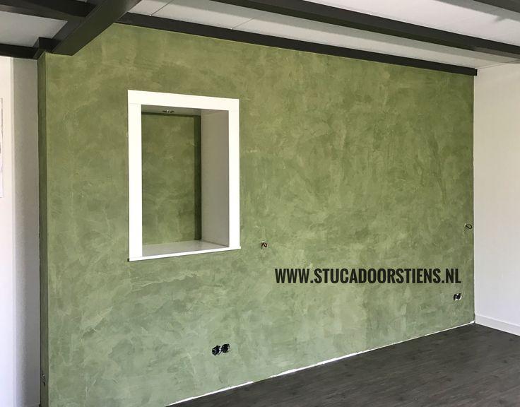Mooie wand #groen #brander #stuccomat #stucco www.stucadoorstiens.nl