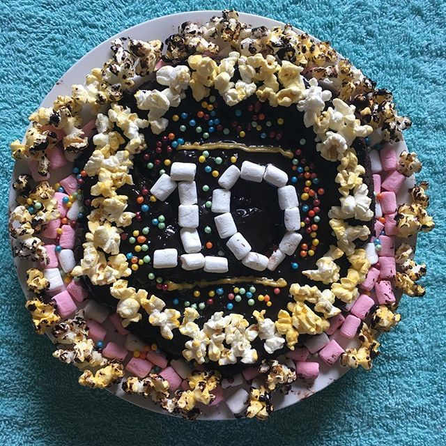 """""""Oh em gee, the holidays are gone""""😭  💫💕   featuring the cake I made for my little bro's tenth birthday, kinda went all out 😂"""