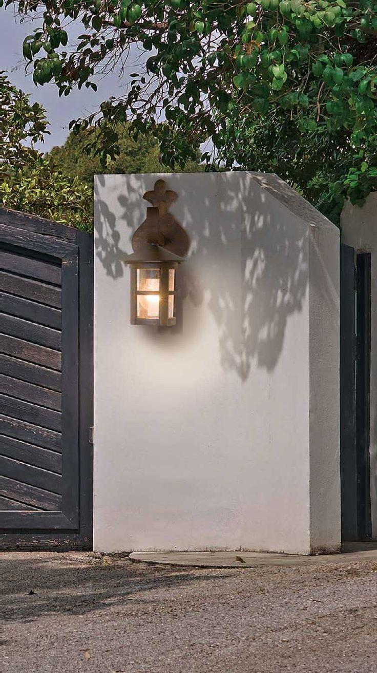 Φανάρι - απλίκα - φωτιστικό τοίχου στυλ vintage στεγανό εξωτερικού χώρου κατάλληλο για κήπους και αυλές, κατασκευασμένο από αλουμίνιο με απόχρωση καφέ πατίνα. Skiathos Collection της Viokef! Lantern - wall sconce,  vintage style light bulb. Suitable for gardens and yards, made of aluminum with a brown patina shade! #gardendesign  #gardendecor #outdoorlighting #lighting #lantern