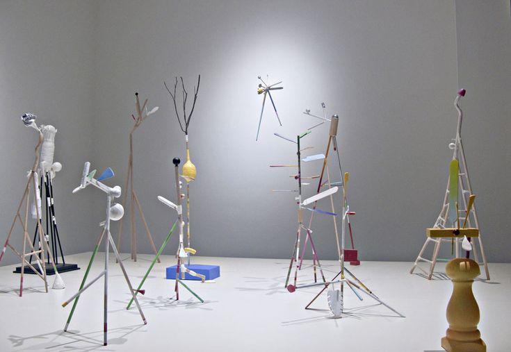 """DEL JARDÍN (madera policromada)  Gonzalo González  """"Memorias del viento""""  Sala de arte Bronzo."""