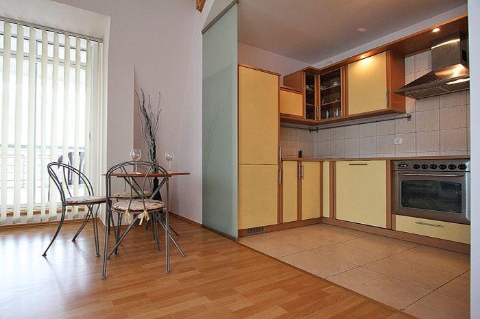RICO to dwupoziomowy apartament w Poznaniu. Piękne, nowocześnie urządzone mieszkanie w centrum Poznania, w nowoczesnym budynku z parkingiem podziemnym i ochroną. Bardzo blisko Rynku i Targów Poznańskich. 3 pokoje, 95 m², 6 piętro Więcej na: http://www.capitalapart.pl/poznan_apartamenty/apartament_piekary2 #apartamenty #poznan #apartments