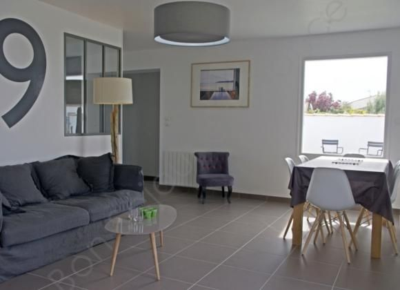 maison enti rement r nov e salon avec baie fixe pour. Black Bedroom Furniture Sets. Home Design Ideas