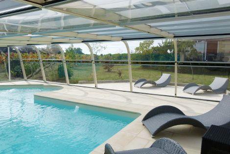 Abri de piscine fixe avec panneaux latéraux fermés !