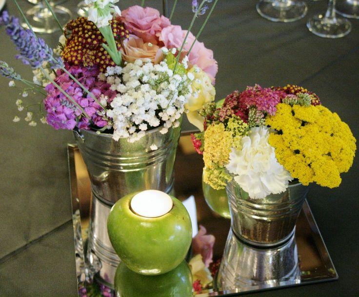 Arreglo floral de inspiración rústica para centro de mesa. #boda, #centrosdemesa