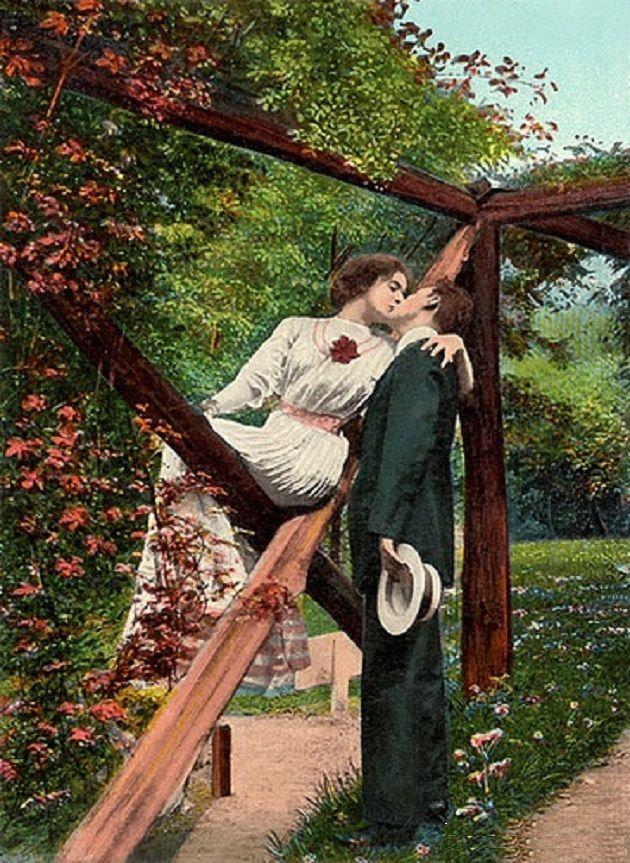 Cartão postal artesanal de autor anônimo, datado de 1911, na Inglaterra, com fotografia pintada a mão. Veja mais: http://semioticas1.blogspot.com.br/2012/06/gostos-da-belle-epoque.html